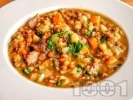 Рецепта Леща яхния със свинско месо, картофи, моркови и дафинов лист